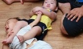 like a boss wrestling kid baby fighting arm hold funny pics pictures pic picture image photo images photos lol
