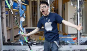 i hate windows boy man apple fan smashed store shop front glass funny pics pictures pic picture image photo images photos lol