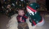 kid baby boy snowman toy xmas christmas tree scared fright funny pics pictures pic picture image photo images photos lol
