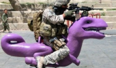 like a boss soldier army gun kids play park dinosaur ride shooting funny pics pictures pic picture image photo images photos lol