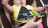 baby kid feeding bib plane spoon airlines funny pics pictures pic picture image photo images photos lol