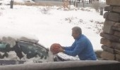 man clearing snow ice car basketball funny pics pictures pic picture image photo images photos lol