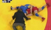 wrestling match referee head ass let me get closer look funny pics pictures pic picture image photo images photos lol