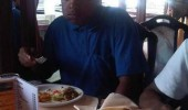 shocked man eating restaurant moment forgot wallet  funny pics pictures pic picture image photo images photos lol