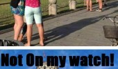 leaning tower pisa woman pushing foot not my watch funny pics pictures pic picture image photo images photos lol