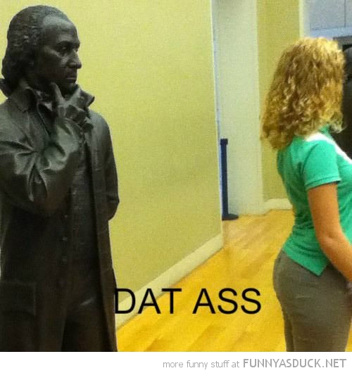 statue looking woman's butt dat ass funny pics pictures pic picture image photo images photos lol