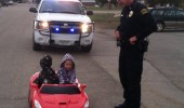 kids stopped cop police toy car floor it funny pics pictures pic picture image photo images photos lol